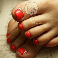 Pedicure Essentials and Designs Pedicure Designs, Pedicure Nail Art, Toe Nail Designs, Toe Nail Art, White Shellac Nails, Cruise Nails, Cute Pedicures, Pretty Toe Nails, Shoe Nails