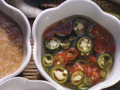 Asiasauce mit Chili ist ein Rezept mit frischen Zutaten aus der Kategorie Dips. Probieren Sie dieses und weitere Rezepte von EAT SMARTER!