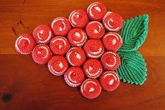 Vintage crocheted Trivet/hotpad-covered bottle caps! Unique Crochet, Vintage Crochet, Pop Bottle Crafts, Tapas, Bottle Top, Pop Bottles, Craft Art, Hot Pads, Knitting Projects
