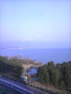 To Lake Biwa ~the largest lake in Japan Lake Biwa is the largest lake in Japan, located in Shiga prefecture which is next to Kyoto. It receives water from the surrounding mountains, then let out th...