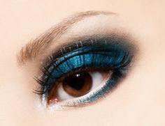 Make Up Idee für braune Augen in baluen Tönen