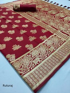 Style Array Present Latest Traditional Look Red Color Soft Silk Weaving Saree Katan Saree, Embroidery Suits Punjabi, Nauvari Saree, Indian Beauty Saree, Indian Sarees, Saree Border, Organza Saree, Maroon Color, Red Color