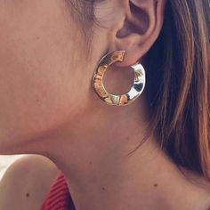 LA LA EARRINGS (GOLD) www.minimalistjewellery.com.au #minimalistbabe #minimalistbabes #minimalistjewelry #minimalistjewellery #minimalist #jewellery #jewelry #minimalistaccessories #bangles #bracelets #rings #necklace #earrings #womensaccessories #accessories