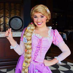 Frying pans, who knew, right? Rapunzel Halloween Costume, Tangled Costume, Rapunzel Cosplay, Rapunzel Makeup, Disney Cosplay, Disney Costumes, Disney Day, Disney Magic, Disney Pixar