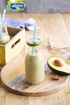 Your breakfast smoothie for today: The Almond pina-vocado smoothie. Unexpectedly delicious!  Meal of the day: breakfast - smoothie - snack. Ingredients: avocado - banana - Alpro coconut Almond Drink - nutmeg. Suited for: lactose-free - vegan - vegetarian - gluten-free.