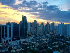 Manilla San Francisco Skyline, New York Skyline, Explore, Travel, Hands, Clouds, Viajes, Exploring, Trips