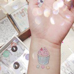 ¡Más de lo nuevo de POM POM! ¿Les gusta? Podrán encontrar este y más diseños nuevos este 10, 11 y 12 de Mayo en @traficobazar en el Museo Nacional de las Culturas Populares de 10 am a 8pm. #tattoo #cupcake