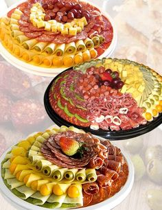 runder kalter Tisch - Bilder von kalten Platten ❤❤❤ Pictures of cold plates - Kase Party Platters, Party Trays, Cheese Platters, Appetizer Recipes, Snack Recipes, Snacks, Charcuterie Board Meats, Meat Platter, Food Trays