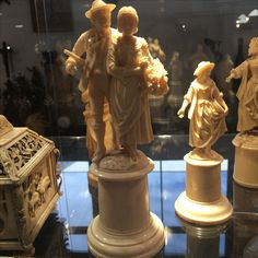 Prestigious, extrairdinare and higly valued  ivory european statue - ca 1880- dieppe high school of carving - call Danilo +39 335 6815268