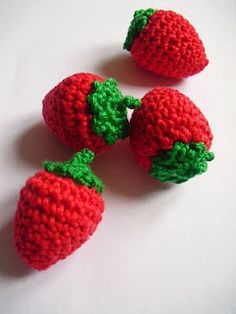 Erdbeer anleitung - Tutoriel de fraise. Strawberry tutorial in German and French >>> #crochet #tutorial
