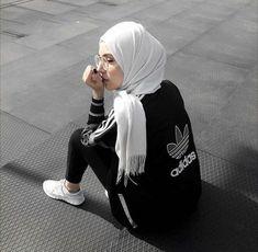 23 Ideas for sport style hijab sporty look Tesettür Mayo Şort Modelleri 2020 Islamic Fashion, Muslim Fashion, Modest Fashion, Hijab Fashion, Hijab Sport, Sports Hijab, Sport Style, Hijab Outfit, Sport Fashion