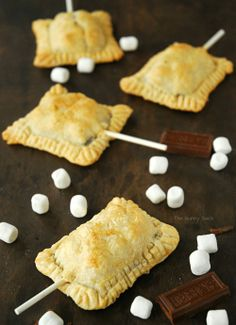 S'more Pie Pops 1 pie crust 4.4 oz Hershey's XL Milk Chocolate Bar 2 cups mini marshmallows 1 egg white – beaten Pinch of flour