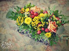 fotogalerie – Květinový Ateliér 26 Floral Wreath, Wreaths, Table Decorations, Plants, Home Decor, Atelier, Floral Crown, Decoration Home, Door Wreaths