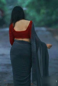 Trending Saree with Backless Blouse design ideas - Indian Fashion Ideas Beautiful Girl Indian, Beautiful Saree, Beautiful Indian Actress, Look Fashion, Indian Fashion, Sport Fashion, Fashion Ideas, Beauty Full Girl, Beauty Women