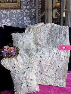 Decke und Kissen, gestrickt