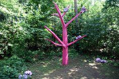 """""""Asoziale Tochter"""" - sculpture (2004) by German artist Tobias Rehberger, Austrian Sculpture Garden, Unterpremstätten near Graz, Styria, Austria"""