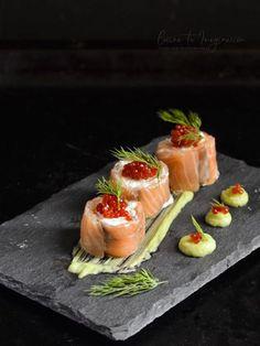 Rollitos de salmón ahumado con queso ricotta y crema de aguacate Atıştırmalıklar