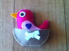 un petit oiseau en feutrine facile à coudre