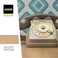 Alla scoperta della finitura #LaccatoTortora delle finestre #Sciuker con un'icona di #design: il #telefono #vintage. Landline Phone, Natural, Design, Nature, Au Natural