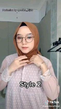 Muslim Fashion, Hijab Fashion, Fashion Dresses, Simple Hijab Tutorial, Pashmina Hijab Tutorial, Korea, Random, Style, Islamic Fashion