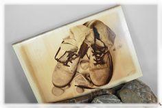 Holzdruck - alte Schuhe auf Holz / Foto auf Holz - ein Designerstück von DaiSign bei DaWanda