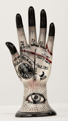 Palmistry hand by Evelyn Tannus (?) *** Tattoo of a hand with these markings on/below breastbone Palm Reading, Tatoo Art, Fortune Telling, Palmistry, Macabre, Ceramic Art, Witchcraft, Creepy, Sculptures