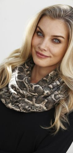 How to Wear Infinity Scarves | How to Wear an Infinity Scarf - Women Over 40 50 60 - http ...