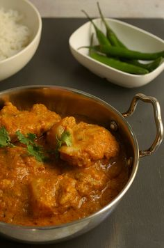 Rich indian chicken curry. This simple curry will impress any dinner guests. #ericasyummyfood #chicken #curry #indianfood,