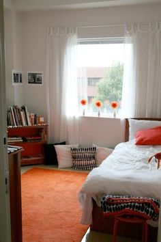 Apartment Therapy: Rachel's Chic Dorm Room. I love the white curtains. Makes the room look so fresh