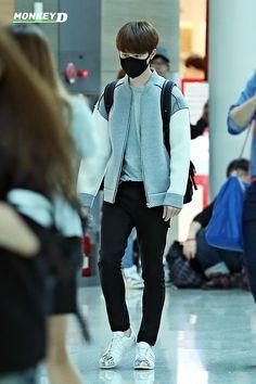 140831- EXO D.O (Do Kyungsoo), Guangzhou to Incheon Airport