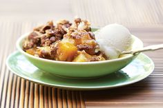 Mango and Pineapple Crumble. A home-style dessert gets a tropical twist by baking spiced mangoes and pineapple beneath a crunchy crumble topping. Serve with non-dairy, vanilla ice cream. Crumble Recipe, Crumble Topping, Vegetarian Times, Vegetarian Recipes, Cooking Recipes, No Cook Desserts, Dessert Recipes, Healthy Desserts, Easy Desserts
