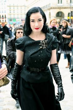 Dita Von Teese And Long Gloves 2017 Street Style Dita Von Teese Burlesque, Dita Von Teese Style, Dita Von Tease, Long Gloves, Old Hollywood Glamour, Gothic Dress, Up Girl, Leather Gloves, Couture