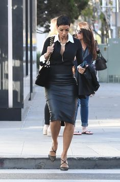 Nicole Murphy on Rodeo Drive in Beverly Hills Casual Attire, Work Attire, Fashion Models, Fashion Beauty, Womens Fashion, Nicole Murphy, Big Woman, 50 And Fabulous, Office Chic