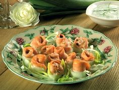 Le rose di salmone con il porro si realizzano cuocendo le rondelle di porro con il salmone e gli altri ingredienti; a cottura ultimata sgoccioleremo ...