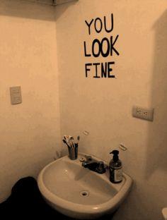 Star Walls - Scritte sui Muri: No mirror needed