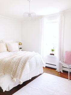 Knit a blanket in a weekend! Knit a blanket in a weekend! Easy beginner pat… : FREE chunky k Knitted Afghans, Knitted Blankets, Chunky Blanket, Wool Blanket, Cozy Bedroom, Bedroom Decor, Bedroom Ideas, Bedroom Inspiration, Cottage Blankets