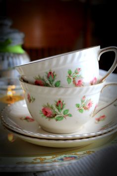 Johnson Bros Fine China 2 Teacup and Saucer.