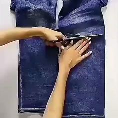 Corte e Costura Com Mais de 250 Molde Aqui – Confira! Denim Bag Patterns, Bag Patterns To Sew, Jean Crafts, Denim Crafts, Paper Crafts, Sewing Tutorials, Sewing Hacks, Sewing Ideas, Sewing Crafts