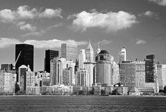 Fotobehang: New York - Lower Manhattan, in Zwart Wit! Geef je kamer een industriële look met dit fotobehang, voor maar € 11,95 per m2!
