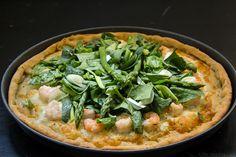 Eύκολη, γρήγορη και ελαφριά πίτσα με σπαράγγια, γαρίδες και σπανάκι. A quick, easy and light asparagus, shrimp & spinach pizza