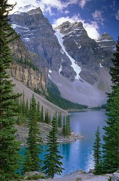 Moraine Lake Banff National Park, Alberta, Canada: http://reversehomesickness.com