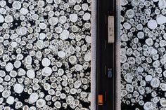 Ponte sobre rio congelado. Confira 19 cliques incríveis que o @blogdaengenharia selecionou para nós de fotógrafos que tiveram a sensibilidade de registrar momentos únicos! Para Inspirar link na bio! / Ice bridge. Check it out 19 amazing pictures that shows how wonderful is our earth. Link in bio! #followthecolours #fotografia #photography #pictureoftheday #gelo #icebridge by ftc_insta