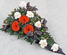 Sorgdekoration med gerbera, hypericum, nejlikor, cordyline topf mm http://holmsundsblommor.blogspot.se/2013/01/sorgdekorationer.html. Nr 4L