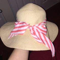Sun hat never used, perfect condition :-) (not free people) Free People Accessories Hats