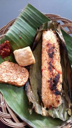 Nasi Kerabu, Nasi Bakar, Rice Recipes, Cooking Recipes, Healthy Recipes, Indonesian Cuisine, Poker Online, Catering, Easy Meals