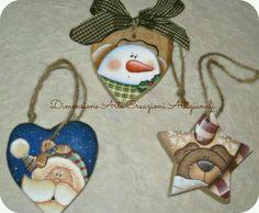 Painted Christmas Ornaments, Christmas Wood, Christmas Items, Christmas Projects, Wood Ornaments, Pintura Country, Xmas Tree Decorations, Navidad Diy, Country Paintings