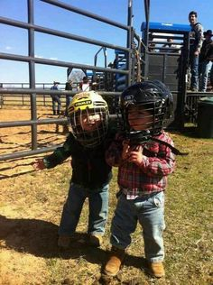 Future bull riders Eduardo Alves and Mateus Palermo Cute N Country, Country Girls, Future Boy, Farm Kids, Rodeo Cowboys, Rodeo Life, Bull Riders, Ranch Life, Precious Children