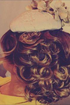 Vintage Fashion, Long Hair Styles, Beauty, Long Hairstyle, Fashion Vintage, Long Haircuts, Long Hair Cuts, Beauty Illustration, Long Hairstyles