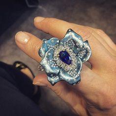 Star Diamond London 'Blue Monday' Titanium and Diamonds surrounding a pear shaped Sapphire. High Jewelry, Modern Jewelry, Jewelry Art, Jewelry Rings, Jewelry Design, Titanium Jewelry, Unique Rings, Wedding Jewelry, Bling