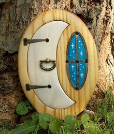 fairy door; would love to do this for my daughter, but inside her bedroom, with a little niche behind it for her 'treasures' (KLH)